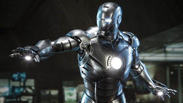 グレーのスーツがかっこいいアイアンマン